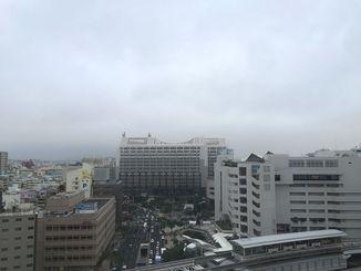 クリスマスイブですが、曇り空が広がっています。傘を忘れないようにしましょう。