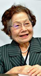 学校生活の思い出を語る島袋淑子さん=糸満市・ひめゆり平和祈念資料館