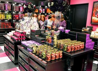 ナンポー初の直営店のコンセプトショップ「Sweet Devil」=6日、北谷町美浜・イオン北谷店