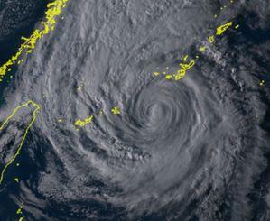 4日午後4時30分の台風25号(ひまわり8号リアルタイムwebから)