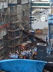 事故が発生した工事現場=26日、那覇空港