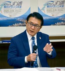 記者会見する日本陸連の瀬古利彦マラソン強化戦略プロジェクトリーダー=14日、大阪市