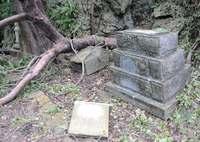 沖縄で突風・倒木、健児之塔の石碑壊れる 他の慰霊塔を確認へ