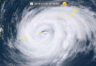 10日午後2時10分現在の台風8号(NICTひまわり8号リアルタイムwebから)