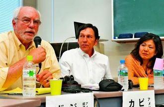 海外から見る沖縄の基地問題について意見を述べる識者ら=12日午後、宜野湾市・沖縄国際大学