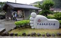 [旅]海にイルカ、漁村の教会 熊本県の天草諸島 バスで回り民宿に泊まる