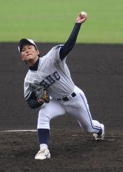 東日本大震災の復興支援大学野球で好投した島袋投手=2012年03月11日、セルラースタジアム那覇