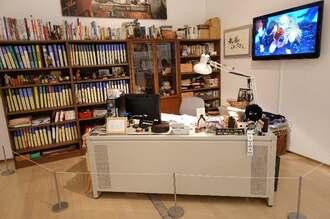 「ジブリの大博覧会」で再現されたスタジオジブリのプロデューサーの執務室=12日、県立博物館・美術館 ⓒStudio Ghibli