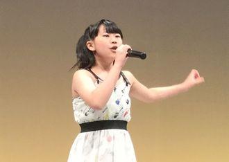 「けものフレンズ」のオープニング曲で参加者を盛り上げた、かなやりみさん