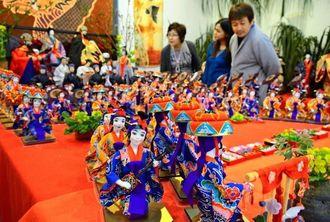 「3月遊び」をイメージして作られた琉球人形=沖縄市中央(仲間勇哉撮影)