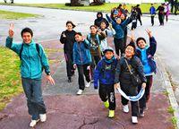 卒業記念 夜通し歩く/恩納小生徒 42キロに挑戦