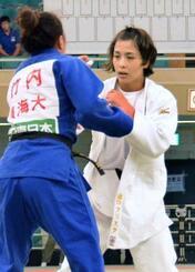 女子57キロ級で2連覇した出口クリスタ=日本武道館