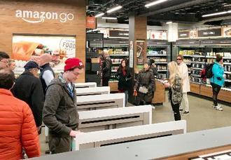 レジをなくした食品店「アマゾン・ゴー」の店内=2018年3月、米シアトル(共同)