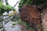 台風7号が九州へ 沖縄で指切断など5人重軽傷 船100便が欠航