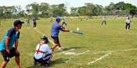 ハッスルプレーで交流深める ボリビアでソフトボール大会