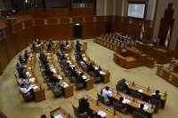 相次ぐ米軍ヘリ不時着、沖縄県議会が抗議決議