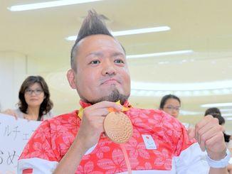 パラリンピックで銅メダルを獲得した仲里進選手