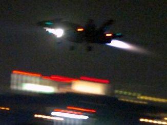 (資料写真)嘉手納基地で訓練する米軍機=2007年撮影