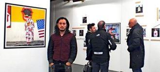 パリで写真展を開催している石川さん=パリ10区