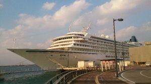 那覇港に寄港した日本最大の豪華客船・飛鳥Ⅱ=2日、那覇港