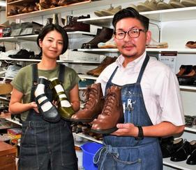 「履きたくなる整形靴を作りたい」と話す大田守誠さん(右)と千香さん=那覇市松尾・大田製靴店