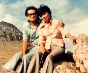 高良フアンさん(左)とノルマさん=1973年、アルゼンチン・タンディル(提供)