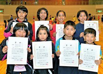 各クラスの優勝者=宜野湾市立体育館