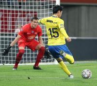 ベルギー1部鎌田が移籍後初得点 シントトロイデン、冨安フル出場