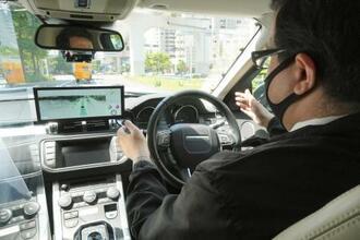 フランス自動車部品大手ヴァレオが公開した自動運転車=20日、東京都内