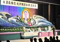 翁長前知事に最後の別れ 沖縄県民葬に内外から参列 菅長官に抗議の声も