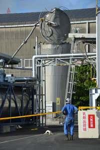沖縄のアスファルト貯蔵タンクで爆発 「かなりの衝撃と揺れ」