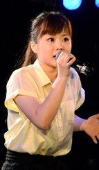 心のこもった歌声に定評がある玉木さん=11日、横浜市内のライブハウス