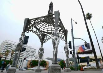 マリリン・モンローの像が盗まれた米ハリウッドの大通り=19日、ロサンゼルス郊外(AP=共同)