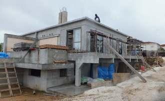 「ラ・ティーダ西表リゾート」南側に建設中の「西表島温泉カンパネルラの湯」=竹富町南風見