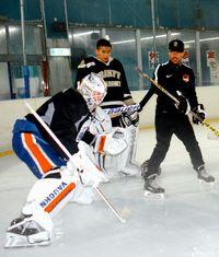 氷上の守護神 技を伝授/アイスホッケー ブラッソワ選手/NHLの現役GK来沖