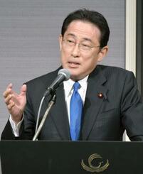 講演する自民党の岸田政調会長=14日午後、東京都内のホテル