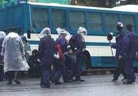 「あなたのトラックが未来をうばう」 辺野古で市民ら、基地建設に抗議