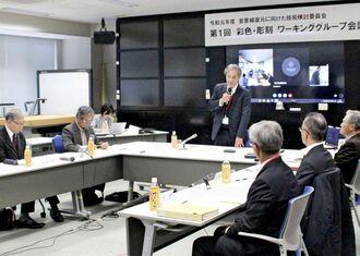 首里城の復元に向け「彩色・彫刻」をテーマに、沖縄総合事務局が開いたワーキンググループの初会合=5日午後、那覇市