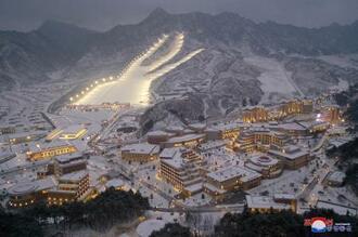 北朝鮮・平安南道に完成した温泉リゾート(朝鮮中央通信=共同)