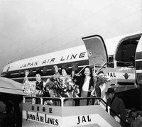 JAL沖縄路線 65周年/那覇空港で式典「振興に貢献したい」
