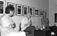 「生きる人」記録する写真/佐喜眞美術館で個展 本橋さんらトーク