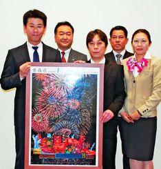 「東北フェア」をPRするJALシティ那覇の真柳宏二総支配人(左から2人目)ら