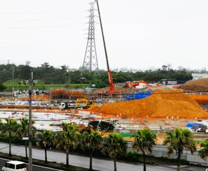 六価クロムが検出されたアリーナ建設地=20日、沖縄市山内