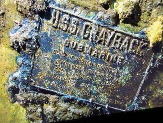 「USS GRAYBACK」と書かれたプレート(ティム・テイラーCEO提供)