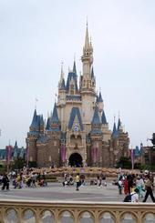 東京ディズニーランドのシンデレラ城=2018年9月、千葉県浦安市