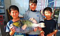 [有釣天]お父さんと釣ったよ 56センチのモンガラカワハギ