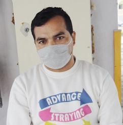 苦境の中、就職活動をしているピャクレル・ビノドさん=21日、那覇市内