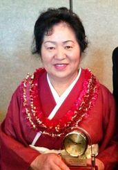 日系市民会南加支部と南加日系婦人会の2014年ウーメン・オブ・ザ・イヤーに輝いた与那嶺恵子さん=ロサンゼルス郊外のクイエットキャノン