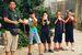 ブラー(ホラ貝)の練習に励む子供たち