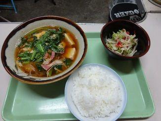 """沖縄の""""みそ汁""""はメーンのおかずのような存在感がある"""